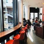 122529560 - ガーデンの中のカフェ空間。大阪の新ダイビルのあそこのパン屋さんに似てます(*・ω・)ノ