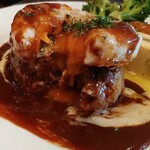 高円寺イタリア食堂 BUNGO - 目玉焼きの黄身がトロリ。美味しそう♫