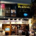 ビストロ TERIYAKI - お店の外観 夜でも明るくて見つけやすい