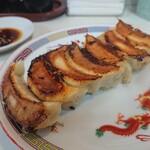 ぎょうざのキスミ - 料理写真:焼き餃子(7個290円@42円)