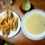 チャーリーレストラン - 定番のスープとクラブハウスサンド