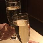 122543327 - 飲み放題のスパークリングワイン