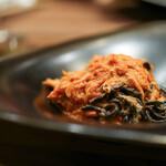 セルヴァッジョ - 北海道 ズワイガニとポロネギのトマトソース イカ墨を練り込んだタリオリーニ☆