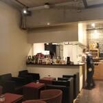 ダルマット - 一階はカフェとデザートを