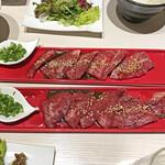 焼肉 ホルモン ぼなぺてぃ - カルビ定食の肉