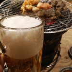 炭火ホルモン焼肉ばりき屋 - ビールで乾杯