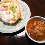 Ao nui - 料理写真:ゲーンハンレー  1000円(税別)  目玉焼の下にはジャスミンライス。上にはパクチーとフライドオニオン?だったかな。豚バラの角煮は大小2個。生姜と玉葱。
