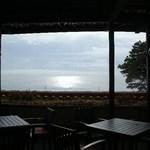 12256071 - 窓からは海が見えます
