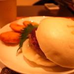 アールバーガー - アールバーガー (八丁味噌ソース) (白バンズ) (豆腐ナゲットセット) (ブレンドコーヒー) (360円+290円)
