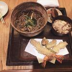 板蕎麦 香り家 - 天ぷら蕎麦、サービスの本日はごぼう肉炊き込みご飯おかわり自由