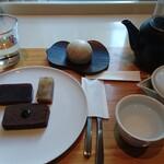 トラヤ トウキョウ - TOKYOプレート、アールグレイ饅頭、煎茶