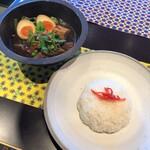 CHOMPOO - ランチメニュー「ムーパロー(豚角煮のスープ)」(1500円)