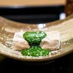 安久 - 焼き葛豆腐 白餡を牛乳で伸ばした抹茶のソース