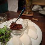 横浜トリスバー - フルーツカブの肉みそそえ