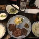 122581292 - 牛タン定食