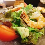 ダイニング・バル グラード - 海老とアボカドのサラダ