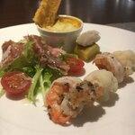Italian Portone - 前菜盛り合わせ エビのマリネ(タプナードソースっぽい感じ)、生ハムサラダ、菊芋のグラタン、真鯛と安納芋の何か。えびかおいしかった!