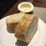 Italian Portone - このゴマのパンにアミューズのチーズクリームつけるとおいしい。