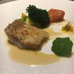 Italian Portone - 鯛だったとおもう…鱗焼き、蕪のソース +1000円?