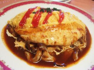 レストラン クインベル - 特製ドライカレーのオムライス(1260円)