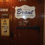 Brant - 店の前