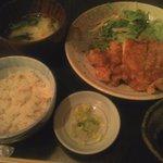 ごち屋 - 若鶏の唐揚げ定食