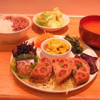 みねらる屋 - 31品目以上の食材を盛り込んだボリューム満点のディナー。