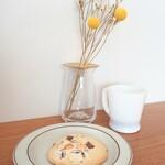 紡ぐ珈琲と。 - ハンドドリップ、マカダミアナッツとチョコレートのクッキー