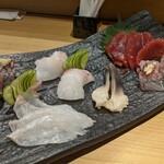 鎌倉 長谷 鮨山もと - 刺し身の盛合せ(マグロ、アジ、平目、真鯛、ホッキ貝)