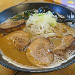 麺処みなみ - 味噌ラーメン800円、チャーシュー300円