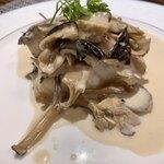 122608939 - 魚料理:真ダラとキノコのクリーム煮