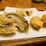 天ぷら 佐久間 - 椎茸、渋柿、安納芋の天ぷら