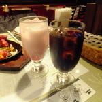 アジアンシルクロード - ストロベリーラッシー&アイスコーヒー各200円