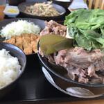 みはま食堂 - 2019年12月28日 骨汁セット(とんかつ・サラダ・漬物・ライス)1,000円