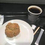 ディーン アンド デルーカ - ハウスブレンドコーヒーSとスコーン