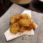 サムギョプサルともつ鍋 おくお - ぷりぷり丸腸の唐揚げ~オリジナルカレースパイス~