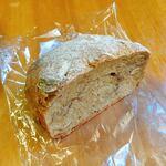 122636137 - 古代小麦のパン ナッツのパヴェ