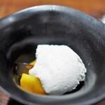 傳 - ココナッツムース 黒糖ゼリー 柿