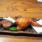にしぶち飯店 - つばめの巣入り手羽先 ブルーチーズと叉焼