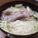 にしぶち飯店 - 牛肉のしゃぶしゃぶ入り中華麺
