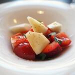 122640946 - ブッラータチーズ トマト 苺 ル・レクチェ ミント