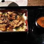 肉人 - 料理写真:カルビ重全貌