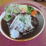 レストラン三國 - 煮込みハンバーグ。メンチカツ風なのでソースが絡む。うまし。