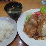 レストラン三國 - このセットには味噌汁が付きます。