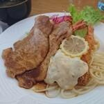 レストラン三國 - えびフライと生姜焼きの盛り合わせ。