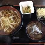 麺舗 かのまたや - 掛けうどんと生姜焼丼560円です