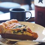 スターバックスコーヒー - ベーコンとほうれん草のキッシュ