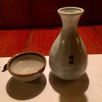 六兵衛 - 田酒の熱燗600円