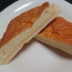 メロンパン - チーズパイ断面