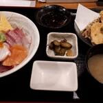 地球食堂 - 5品入り海鮮丼+天ぷら 1490円